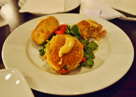 Dos Patrons crab cakes