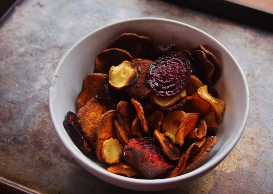 Root vegetable chips in bowl2